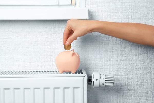 Maalämmön käyttökustannukset ovat edulliset. Maalämpö on myös ympäristöystävällinen, uusiutuva lämmitysmuoto, sillä se hyödyntää lämmityksessä maaperään tai vesistöön varastoitunutta lämpöenergiaa.